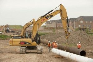 Aecon crews working on the Milton replacement Phase 2B, which involves the installation of approximately 1,500 metres of 26-in. steel and 1,500m of 34-in. steel gas main in Milton. Ont. Aecon, in a joint venture, was recently awarded a $600-million contract for the installation of 560 kilometres of underground pipeline running from Edmonton, Alta. to Fort McMurray, Alta. Photo courtesy of Aecon Group Inc.