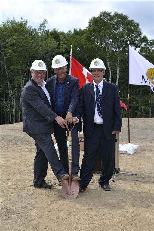 Nova Scotia Premier Darrell Dexter, Minister of Aboriginal Affairs and Northern Development Canada John Duncan and Membertou Band Chief Terrance Paul pose for a photo on Aug. 15 during the announcement of a $7-million interchange that will be built on Highway 125 in Cape Breton, N.S. Photo courtesy of Nova Scotia Office of Aboriginal Affairs.