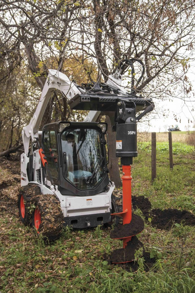 Bobcats 35PH and 50PH planetary drive augers are compatible with approved models of Bobcat skid-steer loaders, compact track loaders, all-wheel steer loaders and compact excavators.