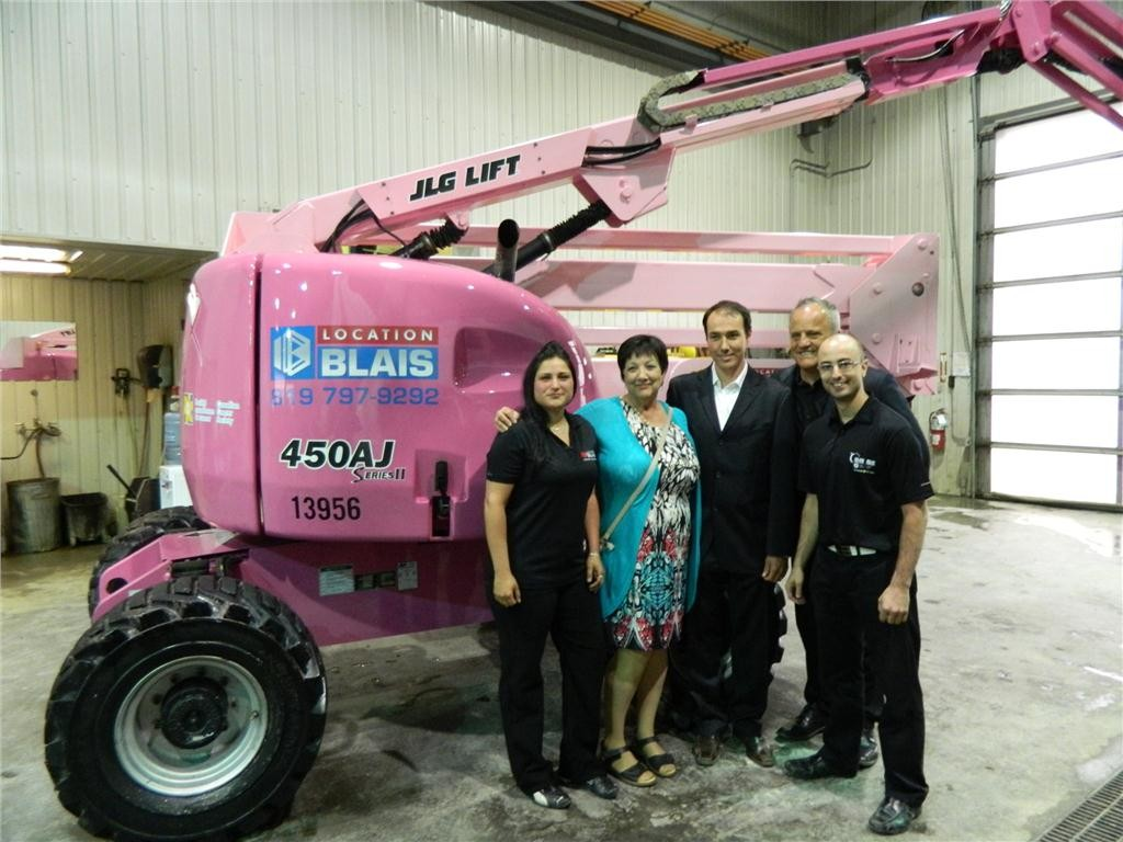 JLG dealer Location Blais painted a JLG 450AJ articulating boom lift pink to raise breast cancer awareness. (From L to R) Christina Bolduc, Denise Racette, breast cancer patient and mother of Serge Blais, Serge Blais, Jr., Location Blais owner, Marc Blais, Location Blais president and general manager, and Olivier Gauthier, development officer with the Canadian Cancer Society's Quebec Division.