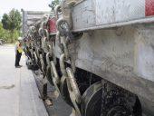 truck_worker_chain_links