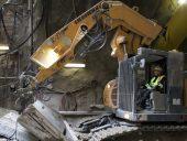 eglinton_crosstown_crosslinx_avenue_station_924_excavator_worker