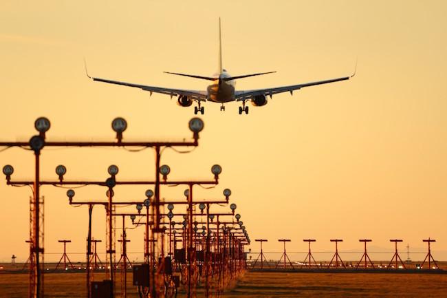 vancouver_airport_plane_landing_runway