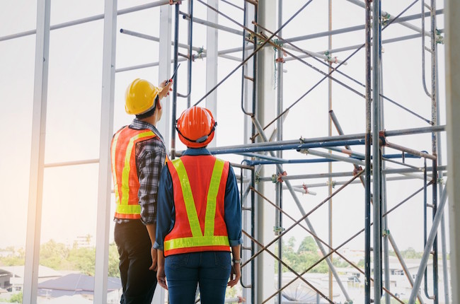 workers_inspection_scaffolding