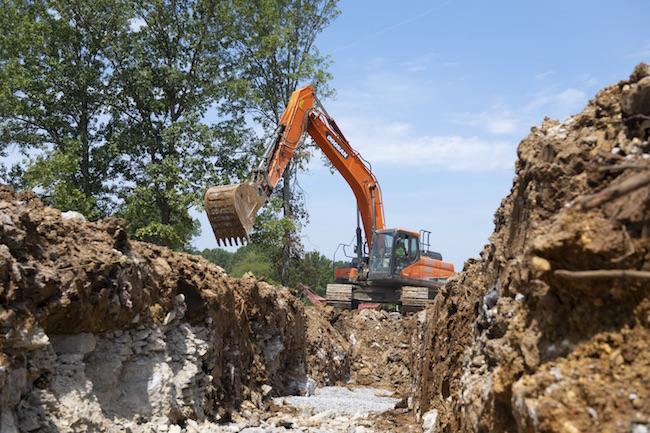 doosan–excavating-dx300lc-5-3675-19b8