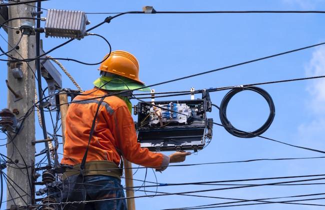 fibre_fiber_optic_cable_installation_worker
