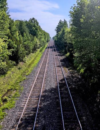 train_line_ontario_rail